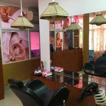 Rosa Bellezza Beauty Parlour in Kadavanthra, Ernakulam
