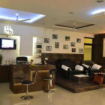 Monalisa Salon and Spa in Bharatpur