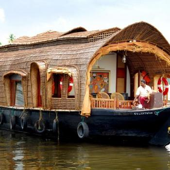 HOUSE BOAT BOOKINGS at Dyna Tours in Changanassery