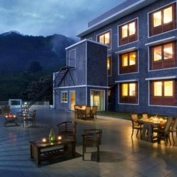Outdoor dinings at Munnar Rest And Lodging in Idukki