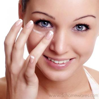Eye Care Treatment at Live n Beauty Parlour in Kalamassery