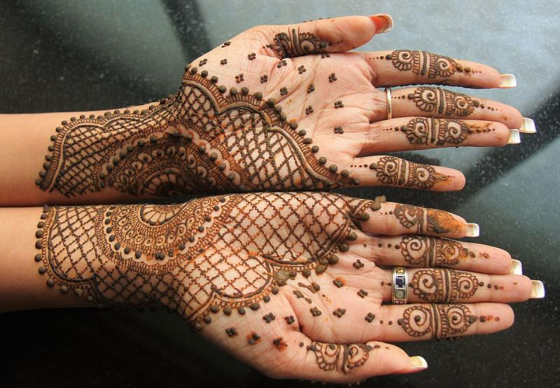 Mehendi Designing at Belle Beauty Care in Aluva